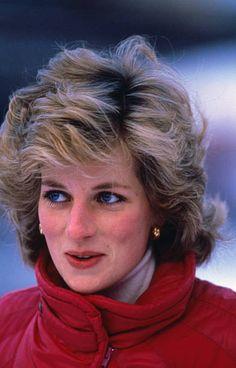 January Princess Diana on skiing holiday in Malbun, Liechenstein. Princess Diana Death, Princess Diana Fashion, Princess Diana Pictures, Princess Diana Family, Royal Princess, Prince And Princess, Royal Crowns, Charles And Diana, Princesa Disney