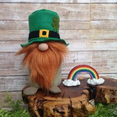 Here's a new gnome for St. See more cute gno St Pattys, St Patricks Day, Christmas Gnome, Christmas Crafts, Scandinavian Gnomes, Mickey Mouse, Needle Felted, St Paddys Day, More Cute
