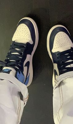 Jordan Shoes Girls, Girls Shoes, Cute Sneakers, Shoes Sneakers, Tenis Air Force, Shoes Wallpaper, Swag Shoes, Nike Air Shoes, Aesthetic Shoes