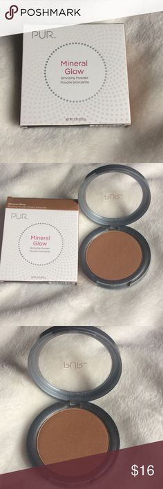 PUR Mineral Glow Bronzer This bronzing powder will give you a sun-kissed glow. It does have shimmer but it doesn't have glitter. ‼️Brand new and never been used‼️ Pur Minerals Makeup Face Powder