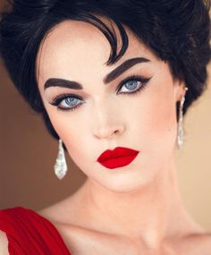 [Werbung wegen Markennennung] THE ELIZABETH BEAT ✨ This beautiful makeup was inspired by the breathtaking Elizabeth Taylor✨❤️ You can find… Red Makeup, Kiss Makeup, Makeup Art, Makeup Looks, Face Makeup, Makeup Ideas, Elizabeth Taylor Eyes, Meet Matte, Flawless Makeup