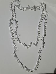 Instrucciones en http://knot-cha-cha.blogspot.com.es/2010/06/understatement-necklace.html
