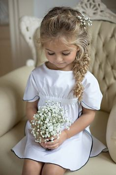 In addition to the bride and groom, the wedding day is the most eye-catching wedding flower girl. In general weddings, I will invite a few small flower girls, like cute little angels, symbolizing the pure Read more… Flower Girls, Flower Girl Pictures, Flower Girl Dresses, Flower Girl Updo, Girls Dresses, Summer Dresses, Flower Girl Hairstyles, Little Girl Hairstyles, Wedding Hairstyles