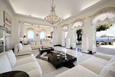 An amazing and historic, sea front luxury villa in Capri