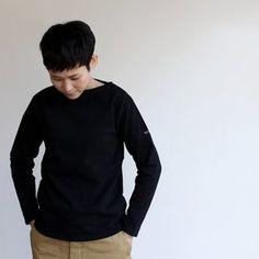 どんな格好したらいいの?[40代ファッション]定番アイテムと着こなし術をご紹介♪ | キナリノ Long Sleeve, Sleeves, Mens Tops, T Shirt, Fashion, Supreme T Shirt, Moda, Tee Shirt, Full Sleeves