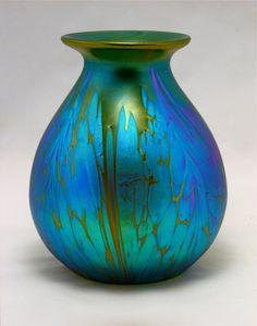 Loetz - Medici Vase, ca. 1902/04 - Several glass artists worked on the designs for the Loetz factory, of which Marie Kirschner (principal artist of the firm) is the most famous. Other artists were: Koloman Moser, Josef Hoffman, Marie Wilfert-Waltl, Franz Hofstätter, O. Prutscher and C. Witzmann.