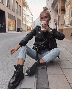 stylish winter outfits ideas you can wear on repeat 23 ~ thereds. Winter Fashion Outfits, Edgy Outfits, Fall Winter Outfits, Cute Casual Outfits, Look Fashion, Winter Style, Autumn Style, Denim Outfits, Rock Outfits