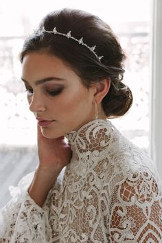 A simple yet high impact piece, the Henri bridal crown is designed for sophisticated brides and modern romantics. Mysterious with an edgy refinement...