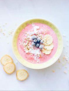 Leckere Smoothie Bowls mit: Kokos-Himbeer ✓ Chia-Pudding ✓ Mango ✓ Acai-Beeren ✓ plus: vegan & glutenfrei ✓ – Alle Rezepte hier finden »
