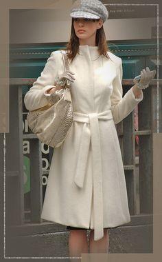 vogue fashion *The Devil Wears Prada* Fashion: Get Andy Sachss Best Looks Fashion Days, Vogue Fashion, Look Fashion, Winter Fashion, Womens Fashion, High Fashion Outfits, Film Fashion, Fashion Coat, Classy Outfits