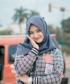 Shrink your URLs and get paid! Beautiful Hijab Girl, Beautiful Muslim Women, Beautiful Asian Girls, Hijab Chic, Ootd Hijab, Girl Hijab, Muslim Girls, Hijab Fashion, Lady
