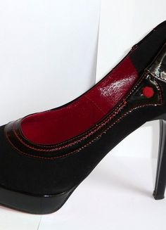 Kup mój przedmiot na #vintedpl http://www.vinted.pl/damskie-obuwie/na-wysokim-obcasie/10199910-czerwono-czarne-czolenka-szpilki-zamsz-lakier