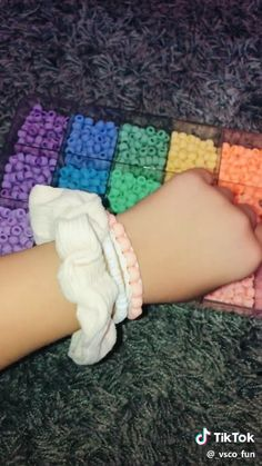 friendship bracelets with beads - beading Homemade Bracelets, Diy Bracelets Easy, Summer Bracelets, Bracelet Crafts, Cute Bracelets, Pony Bead Bracelets, Kandi Bracelets, Cute Diys, Cute Crafts