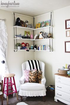 Corner Rope Shelves DIY - HoneyBear Lane...I'm thinking this would be great for Clint's room!