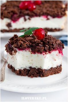 Shortbread cake with pudding mousse and cherries- Kruche ciasto z budyniową pianką i wiśniami Shortbread cake with pudding foam and cherries – I Love Bake - Sweet Recipes, Cake Recipes, Dessert Recipes, Shortbread Cake, Healthy Cake, Pudding Cake, Polish Recipes, Baking Cupcakes, Easy Desserts