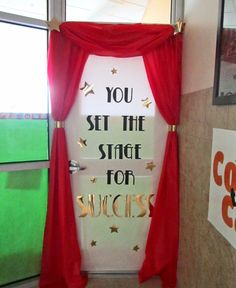 one door decorating idea for the Hollywood theme classroom!Here's one door decorating idea for the Hollywood theme classroom! Hollywood Theme Classroom, Classroom Themes, Classroom Door, Movie Classroom, Hollywood Theme Decorations, Star Themed Classroom, Holiday Classrooms, Classroom Teacher, Teacher Door Decorations