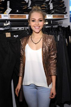 AnnaSophia Robb on Wearing Denim and Life on the Set of 'The Carrie Diaries'