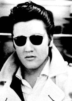 Elvis Presley Songs, Elvis Presley Photos, Elvis And Priscilla, Lisa Marie, Style Men, Rock N Roll, Famous People, Celebrity Style, Shades