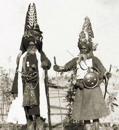 Two sikh warriors, the one on the right is wearing a char-aina cuirass. Guru Gobind Singh, Amritsar, Central Asia, Archery, Soldiers, Mythology, Warriors, Armour, Two By Two