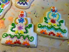 Mexican Embroidery Wedding Cake Cookies by Vitols Bello Vitols Bello @ The Baking Fairy Mexican Wedding Cake Cookies, Mexican Cookies, Mexican Fiesta Birthday Party, Cookie Designs, Cookie Ideas, Mexican Party Decorations, Cupcakes, Themed Cakes, Cookie Decorating