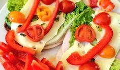 Käse/Schinkenbrot mit Gemüse und Salat