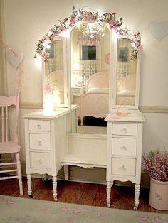 Shabby Chic Vanity bedroom home vintage decorate decorating ideas shabby chic #shabbychicbedroomsrustic #shabbychicbedroomsdecoratingideas #makeupvanity #shabbychicdecorbedroom #shabbychichomesvintage #shabbychicdecorvintage #shabbychicbedroomsvintage #shabbychicbathroomspink