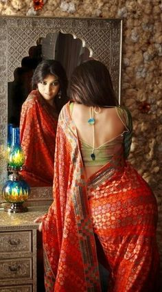 The sari, the pose, the mirror, the blouse and. Can anyone be gorgeous to this extent in a short dress or western outfit? Beauty And Fashion, Asian Fashion, Look Fashion, Indian Attire, Indian Wear, Indian Blouse, Indian Dresses, Indian Outfits, Saree Photoshoot