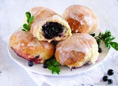 Yeast buns with berries. Yeast buns with berries (in Polish) Fruit Recipes, Brunch Recipes, Breakfast Recipes, Breakfast Ideas, Vegetable Bread, Flat Cakes, Homemade Butter, Polish Recipes, Pie Cake