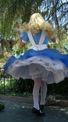 Alice in Wonderland - Upskirt, Bloomers Alice Cosplay, Disney Cosplay, Disney Costumes, Cosplay Girls, Halloween Costumes, Alice Costume, Scary Halloween, Halloween Makeup, Disney Dresses