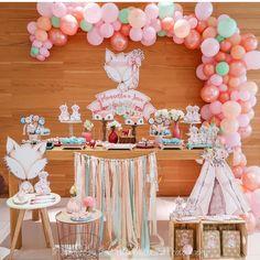 No hay descripción de la foto disponible. 1st Birthday Party For Girls, Baby Birthday, Birthday Parties, Fox Party, Baby Party, Girl Shower Cake, Birthday Table Decorations, Woodland Party, Girly