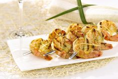 This shrimp kebab recipe is perfect for beginners. It requires very few ingredients, but is bursting with flavor. Shrimp kebabs are very easy to make, but the taste will make your guests think you have been working all day! Shrimp Kabob Recipes, Kebab Recipes, Shellfish Recipes, Lunch Recipes, Seafood Recipes, Great Recipes, Cooking Recipes, Healthy Recipes, Favorite Recipes