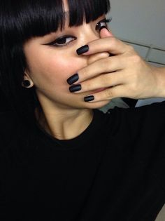 If you're a deep winter this look is going to look amazing. Loving the matte black nails. Beauty Make Up, Hair Beauty, Matte Black Nails, Youtuber, Manicure E Pedicure, Classy Nails, Tips Belleza, Beautiful Nail Art, Acrylic Nail Designs