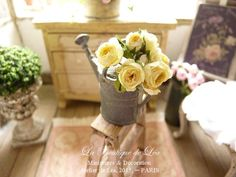 Bunch of 5 romantic roses and a brosebud, Yellow., Decorative accessories for a dollhouse in 1:12th scale