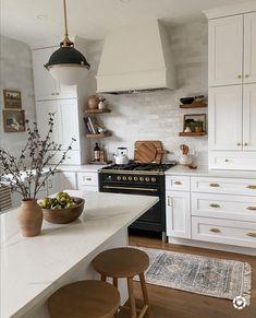 Home Decor Kitchen, Interior Design Kitchen, New Kitchen, Home Kitchens, Farmhouse Kitchens, Farmhouse Kitchen Inspiration, Small Kitchen Inspiration, Cuisines Design, Kitchen Remodel