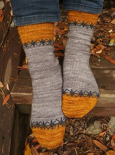 Arctic Dawn pattern by Tiina Kuu - minifacto.-Arctic Dawn pattern by Tiina Kuu – minifactory design Arctic Dawn pattern by Tiina Kuu – minifactory design - Love Knitting, Knitting Socks, Knitting Patterns Free, Hand Knitting, Sewing Patterns, Crochet Patterns, Knit Socks, Knitting Wool, Knitted Slippers