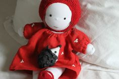 Que de souvenirs ! Emilie Jolie...  From a French sewing blog.  I want one.