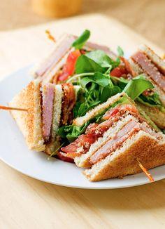 I love a good club sandwich...Club Sandwich Recipe /// los mejores en la Crema Batida! Ahhh y la sopa de cebolla!