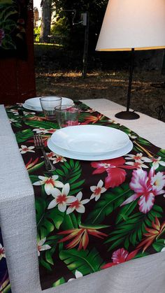Runner da tavola in stile Hawaiian Tropical  #hawaii #hawaiian #tropical #runner #Summer #handmade #fattoamano #diy #flower #fiori #tablerunner #table #dinner #polynesian #tahiti #home #design