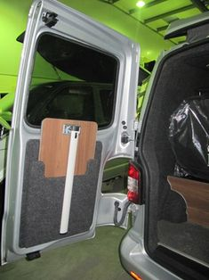 52 Creative But Simple DIY Camper Storage Ideas. With fall here it is time to pack up the trailer and find camper storage for the winter. It is always sad to say goodbye to another year of camping. Mini Camper, Camper Life, Vw Camper, Campervan Storage Ideas, Camper Storage, Vw T5 Interior, Campervan Interior, Interior Design, Kangoo Camper