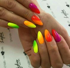 The advantage of the gel is that it allows you to enjoy your French manicure for a long time. There are four different ways to make a French manicure on gel nails. Neon Nail Polish, Neon Nails, Yellow Nails, Cute Nails, Pretty Nails, Neon Nail Designs, Nails Design, Nagellack Design, Oval Nails