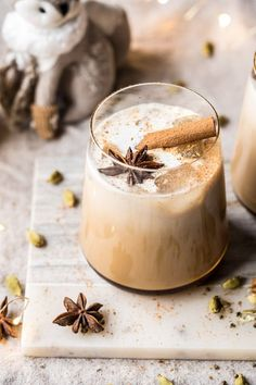 Say hello to the coziest cocktail, the Vanilla Chai Tea White Russian. The post Vanilla Chai Tea White Russian. appeared first on Half Baked Harvest. Cocktail Vodka, Cocktail Recipes, Smoked Cocktails, Christmas Drinks, Holiday Drinks, Thanksgiving Drinks, Winter Cocktails, Hacks Cocina, Yummy Drinks