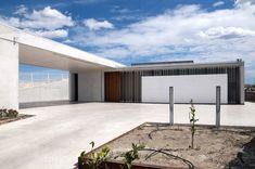 Image 6 of 18 from gallery of Casa En Los Conejos II / La Mirateca. Photograph by Patricia Forcen Scheu Garage Doors, Gallery, Outdoor Decor, Home Decor, Rabbits, Houses, Fotografia, Roof Rack, Interior Design