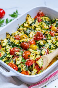 Garlicky Parmesan Zucchini Bake is Perfect for Clean Eating Style Brunch! - Clean Food Crush Garlicky Parmesan Zucchini Bake is Perfect for Clean Eating Style Brunch! All You Need Is, Clean Recipes, Healthy Recipes, Vegan Zucchini Recipes, Clean Baking Pans, Food Crush, Mets, Side Dishes, Brunch
