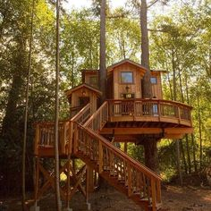 If your friends scoff at the size of treehouses then maybe show them this one. @shanecrobinson #treehouseclub