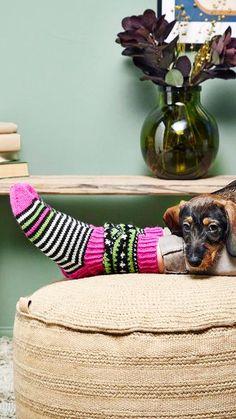 JonSukat-sukkien suunnittelijan Jones-villasukat | Meillä kotona Handicraft, Diy And Crafts, Knitting, Crochet, Home Decor, Slippers, Diagram, Socks, Craft