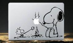 スヌーピー Apple MacBook対応 - Snoopy and Woodstock Campfire アート ステッカー カー ウィンドウ シール ノートPC ノートパソコン