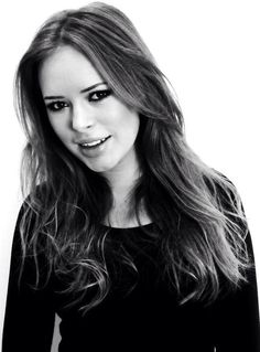 Tanya Burr - gonna get this cut for summer. Can't take my super long hair anymore. I hope it works with my face LOL