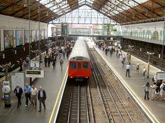 * Royal Borough of Kensington and Chelsea * London Train Station. Londres, Inglaterra.
