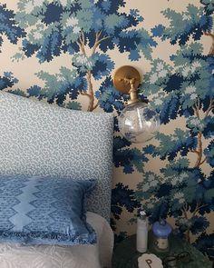 Add Beauty To Your Home (@sandbergwallpaper) • Foton och videoklipp på Instagram Bedroom Wallpaper, Inspirational Wallpapers, Wall Murals, Cosy, Tapestry, Cool Stuff, Beauty, Instagram, Home Decor