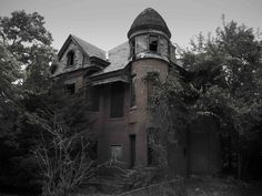 This haunted house, called the Baily Mansion, was the inspiration for the TV series 'American Horror Story.' Its actual location is Hartford, Connecticut.